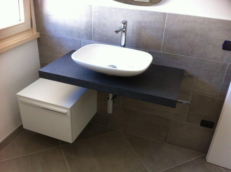 Tutti i bagni da noi realizzati progettati su misura for Arredo bagno villafranca